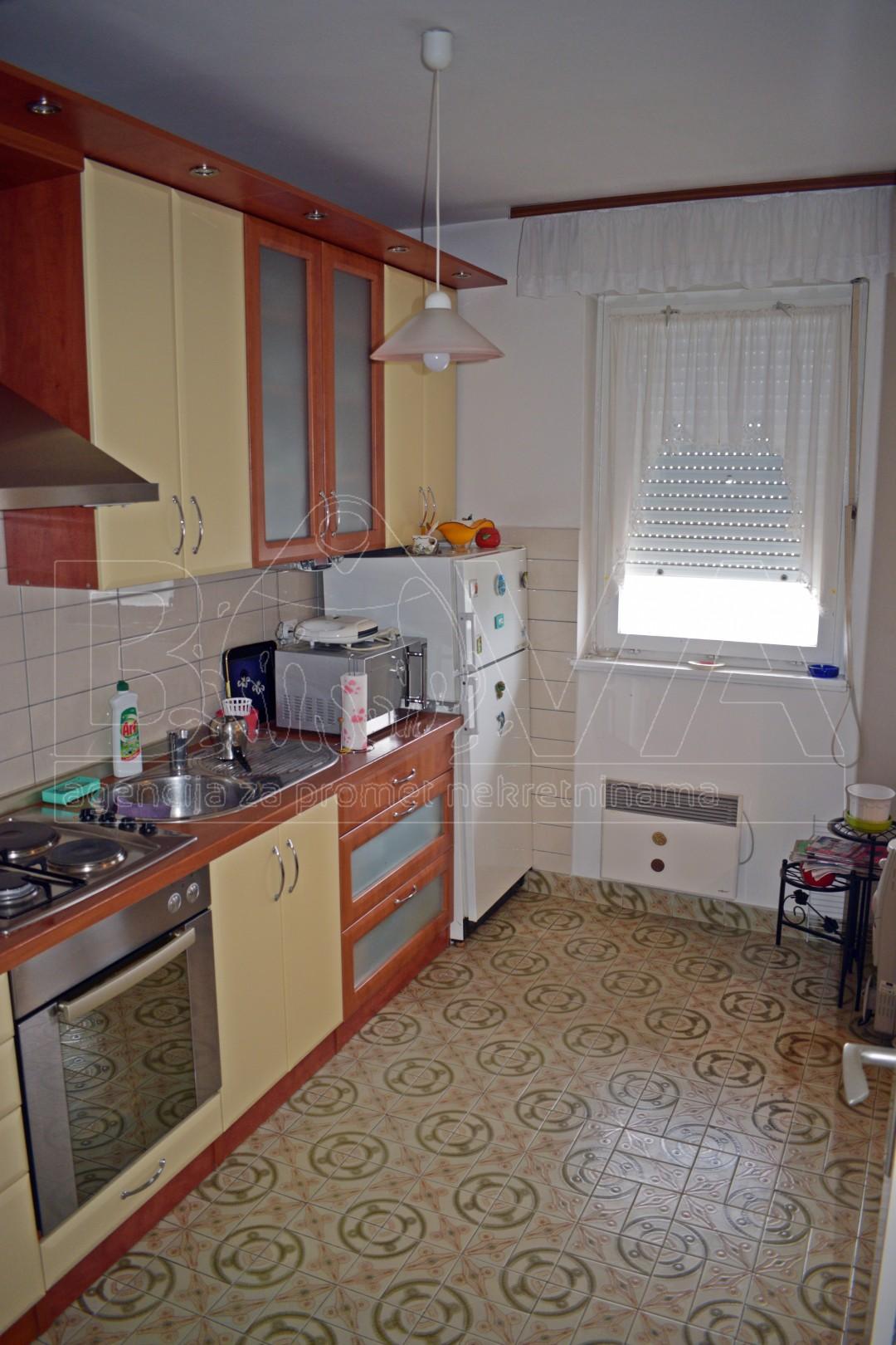 Stan 70 m2 na Voštarnici, Zadar *ODLIČNA LOKACIJA*