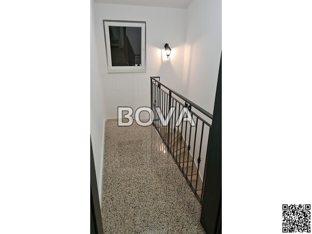 Kuća sa apartmanima 170 m2 – Vrsi *Bazen*  (ID-2081)
