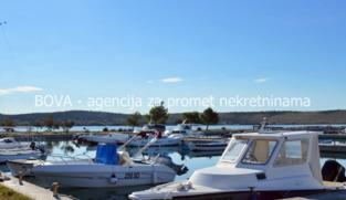 Građevinsko zemljište 612 m2 u Ljubču, Zadar *100 m OD MORA*  (ID-1697)