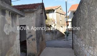 Stara samostojeća kuća 103 m2 u Sukošanu, Zadar *U BLIZINI PLAŽE*