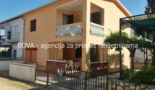 Dvojna kuća 120 m2 u Vrsima, Zadar *80 m OD PLAŽE*