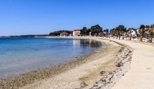 Građevinsko zemljište 750 m2 na Viru, Zadar *85 m OD PLAŽE* *POGLED MORE* *PRILIKA*