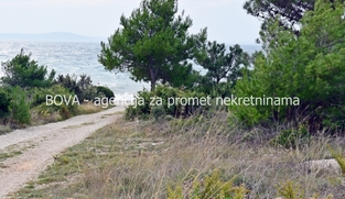 Građevinsko zemljište 330 m2 na Viru, Zadar *160 m OD PLAŽE*