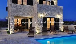 Samostojeća vila 200 m2 u Privlaci, Zadar *300 m OD PLAŽE* *BAZEN*